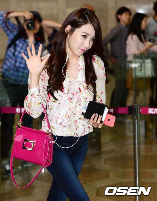 1. 粉紅包包+粉紅手機殼