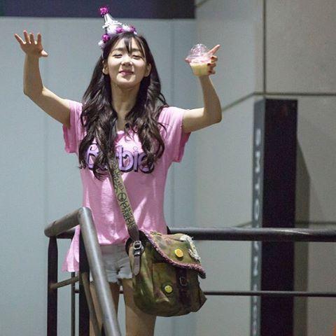 眾所皆知,她有各類粉色系的服飾配件!舉凡上衣..
