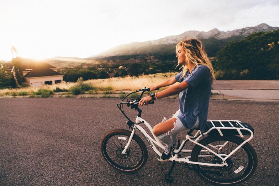 騎自行車是最簡單的有氧運動,不分男女老少都可以做,運動期間又不會感到無聊,非常推薦★