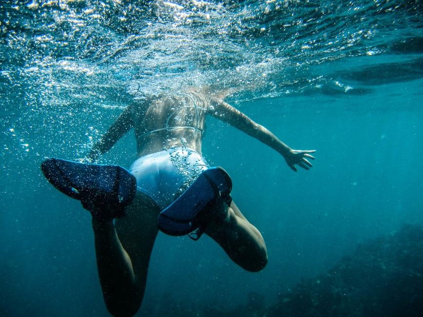 能讓代謝率增加、熱量消耗最多的運動就是游泳了!能有效運用到全身每一處肌肉,也能雕塑身體線條,對女生來說是非常好的運動喔♬