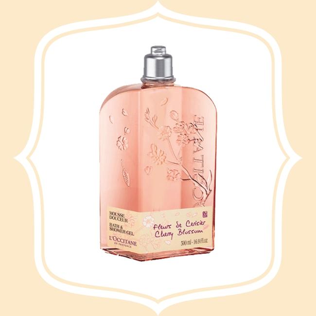 歐舒丹櫻花沐浴膠 淡淡的櫻花香,是來自普羅旺斯的香氣,這款沐浴膠能擁有高人氣的原因,除了香氣之外,質地舒服的沐浴膠也能拿來泡澡喔!