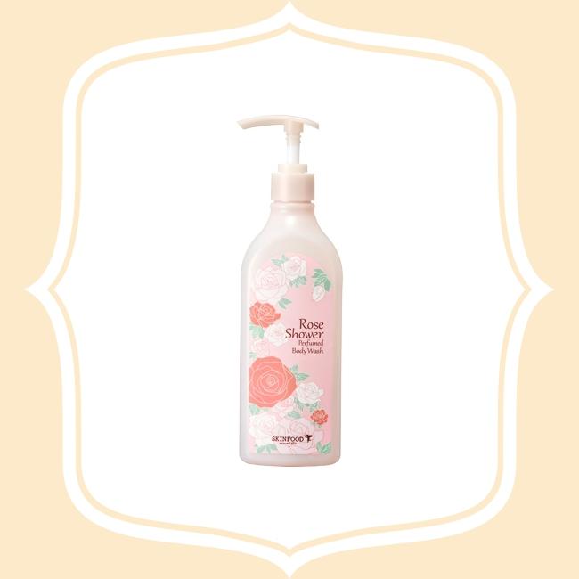 SKINFOOD 玫瑰香氛沐浴乳 萃取玫瑰精華,具有極佳活膚修復的功效,搭配有美容聖品之稱的蜂蜜以及增強肌膚保濕能量的β-葡聚醣,適合喜歡沈穩、成熟花香的女孩