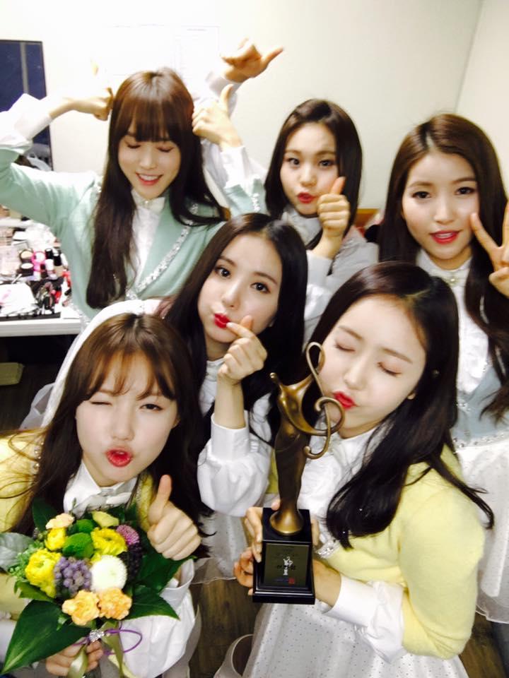 去年橫掃melon、首爾歌謠大賞、金唱片三大獎項新人獎 雖然經紀公司Source Music在韓國算是小型經紀公司 但G-Friend靠著驚人實力依舊開出亮眼成績,在韓國甚至被喻為「中小型經紀公司的奇蹟」就知道她們人氣有多驚人