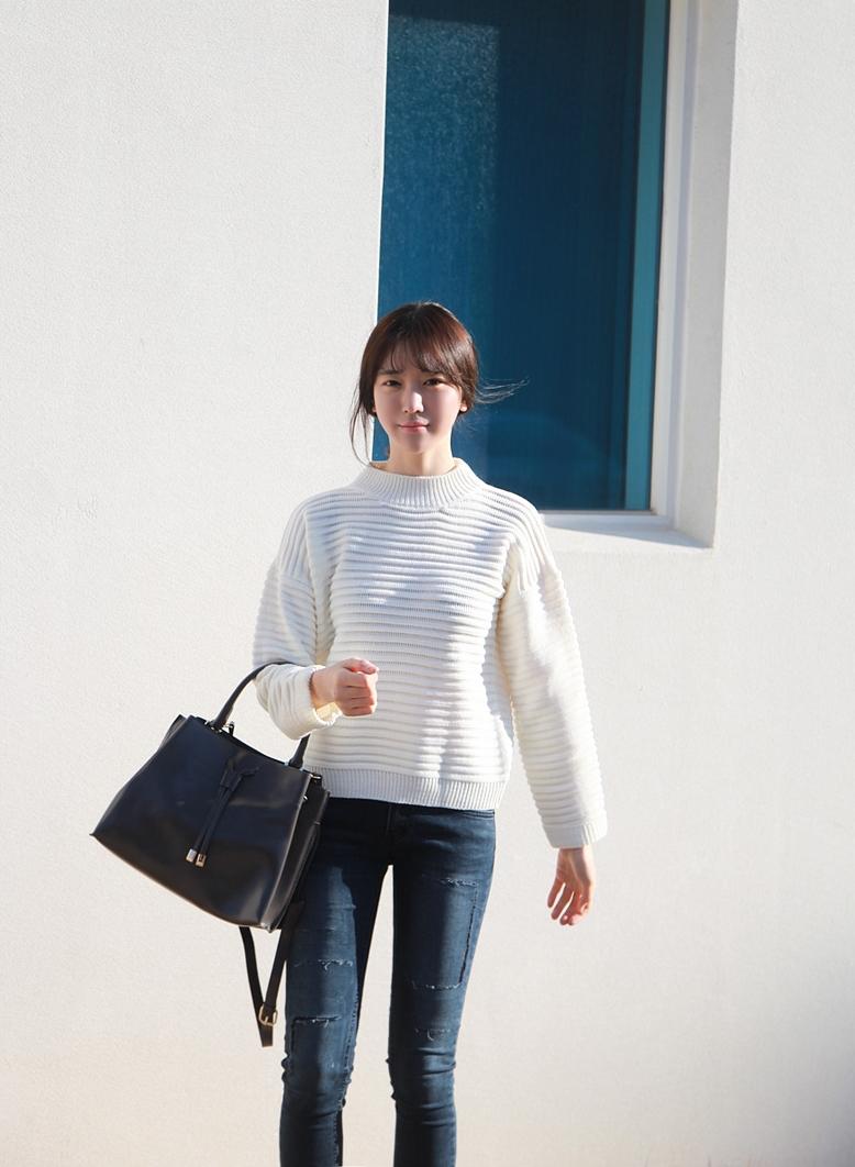 搭配這種蓬蓬效果的可愛感針織衫,就記得下半身選擇SKINNY緊身視覺上才不會顯胖!
