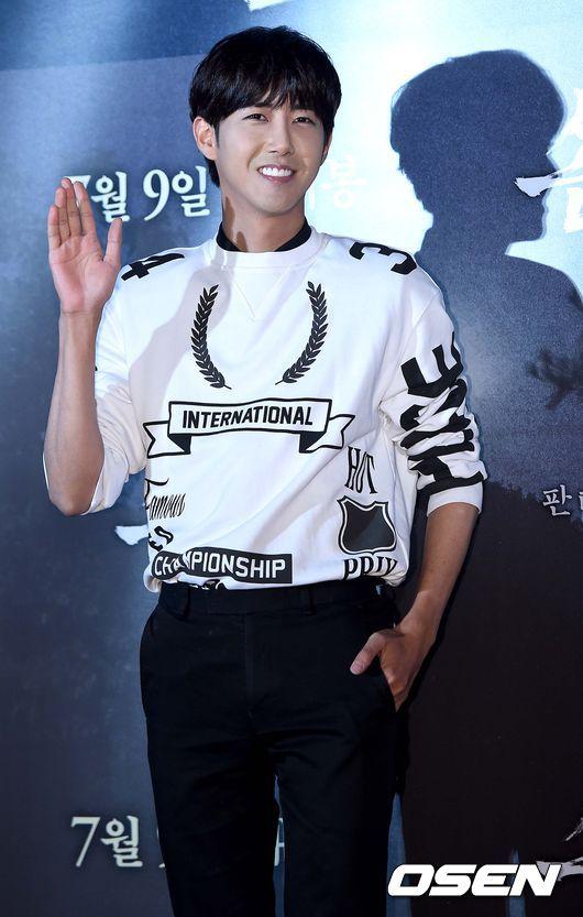 光熙在信中說:「知道哥一定可以做到的,粉絲們也絕對分出來誰是EXO、誰是哥,一起站在舞台表演的樣子實在帥呆了!」