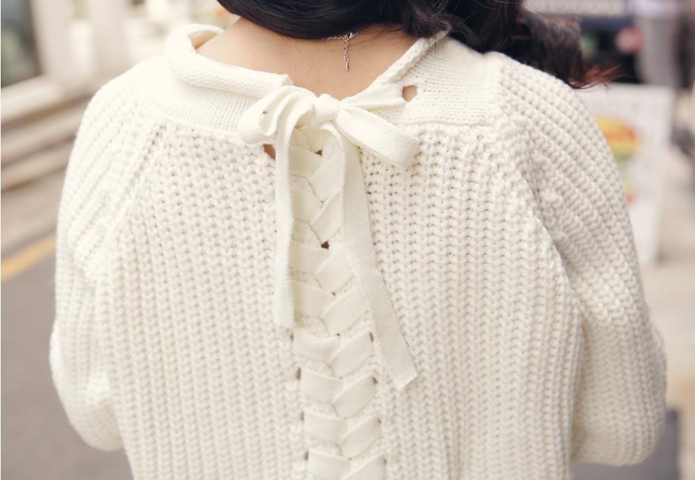 背後這樣綁帶蝴蝶結的設計超甜美的~怕白色單品太過素就可選擇這樣的樣式增加時髦感♡