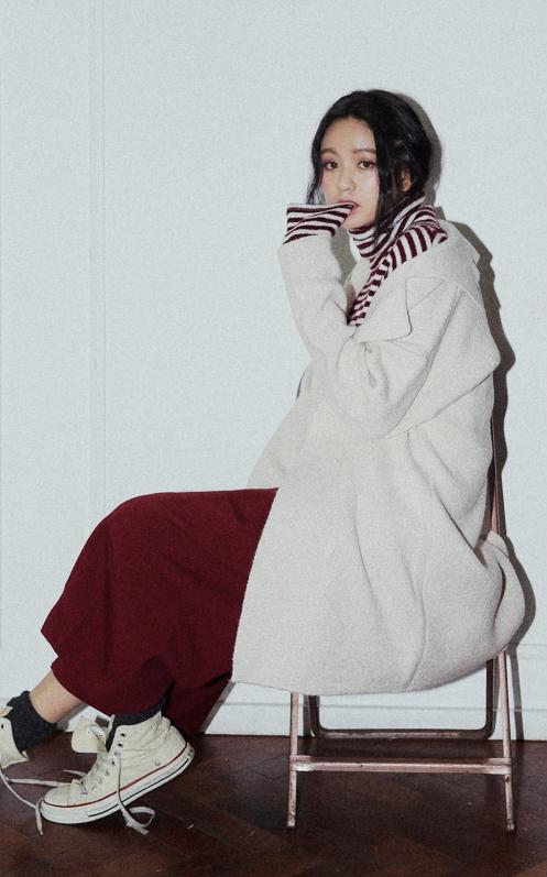 總之,白色穿搭就是以全白或與對比色的搭配才能獲得大家的好感...除了熟悉的黑白,紅×白也能質感滿點☆