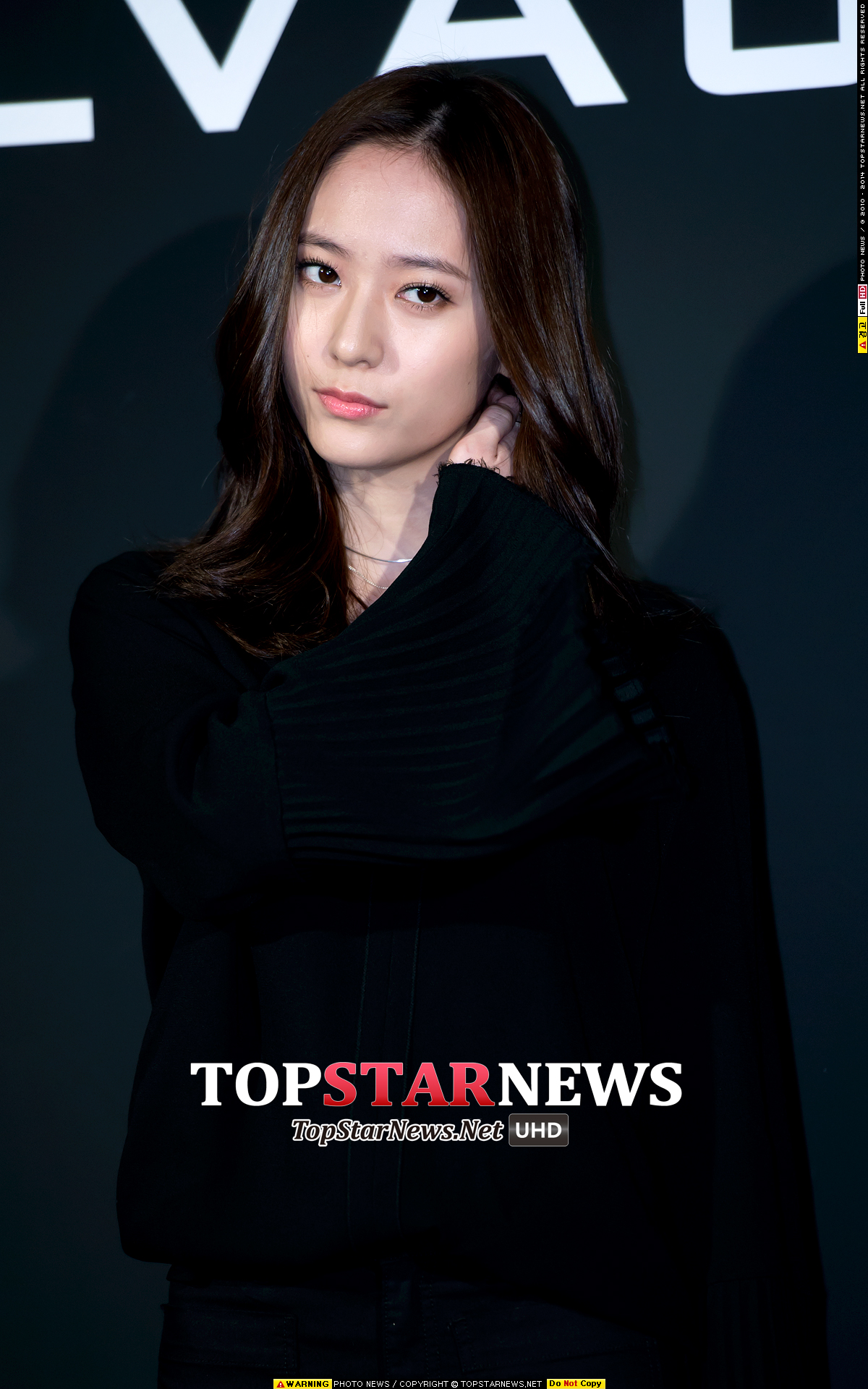雖然沒有像太妍一樣直接剪成短髮,水晶是將長髮剪成了齊肩的中短髮!