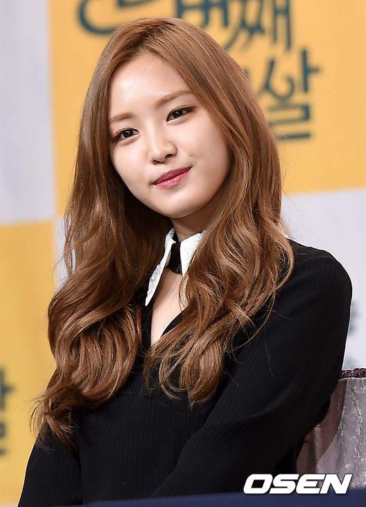 臉型_娜恩 許多韓國人心目中的標準美女,娜恩的臉型在今年就成為最紅的範本。不再流行V字臉(原來臉型也是可以流行的),像娜恩這樣柔和的臉型線條在今年反而更有人氣