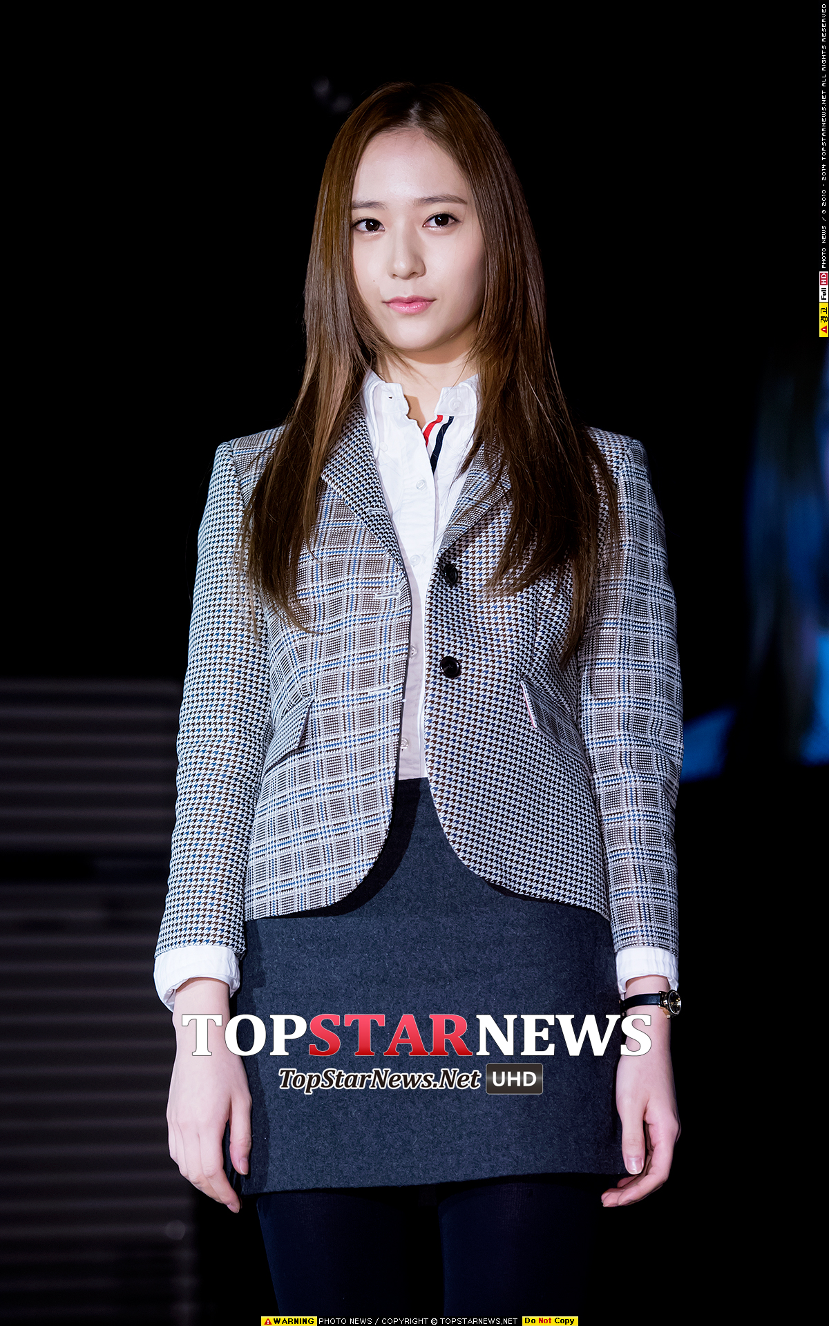 臉型_Krystal 往年的調查,許多韓國的女生喜歡像是Krystal這樣秀氣、下巴線條分明的瓜子臉臉型