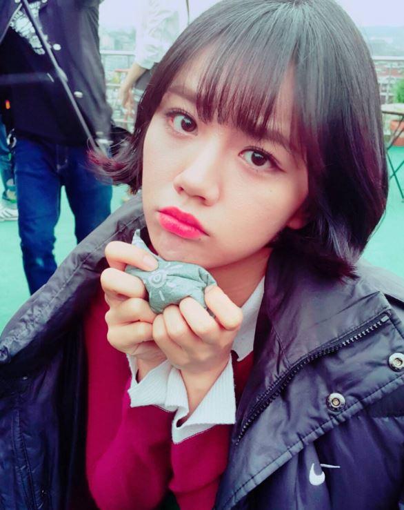 韓國網友們還發現了有位日本模特兒和惠利的相似度極高!而且也超美麗又可愛♥