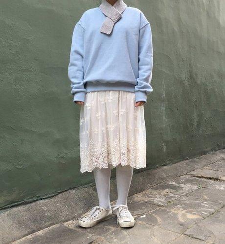 大學T配上蕾絲裙的搭法甜美氣質滿分 完全可以一路穿到春天! <來自StyleShare用戶:jubaring的風格>