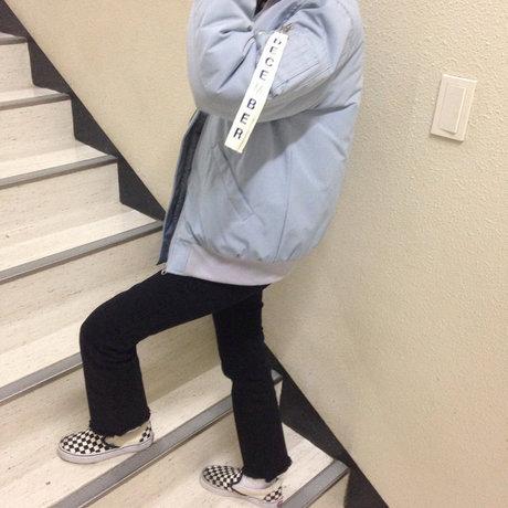 飛行外套當然也要染上寧靜藍色~ 冬天試著穿上baby色系的外套可以擺脫沈重的印象喔! <來自StyleShare用戶:blue_a_的風格>
