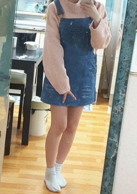 草莓牛奶色針織x丹寧吊帶裙 根本是超無敵的組合搭配!太可愛了~ <來自StyleShare用戶:hhy1213的風格>