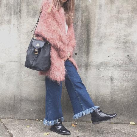 粉晶色毛毛外套x牛仔寬褲 今年最夯的兩個單品組合!覺得又休閒又帥氣~ <來自StyleShare用戶:alisa_taira的風格>