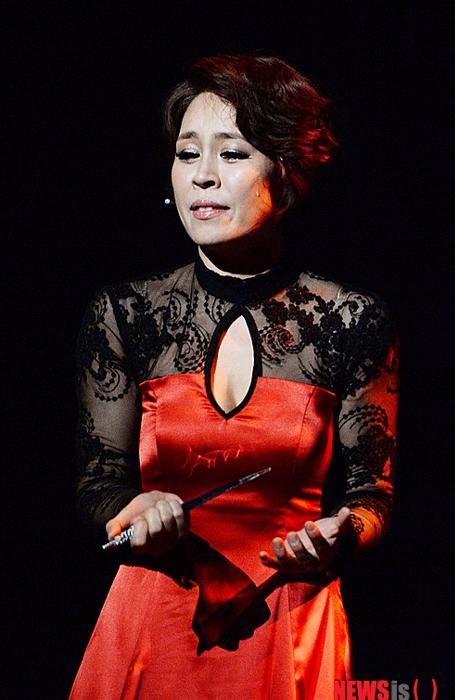 另一位崔貞媛則在音樂劇界佔據一席之地,很容易分辨吧:-D