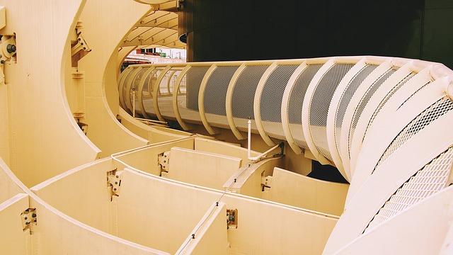 2. 室內建築學科 當要向上壘3塊紅磚時,為了不讓它倒塌,我們都用義大利麵和木工膠來完成的!