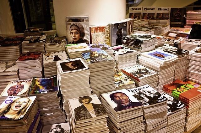 7. 攝影學科 把1900年代初到現在為止所發行的所有雜誌按類型歸檔,然後寫一篇小論文!
