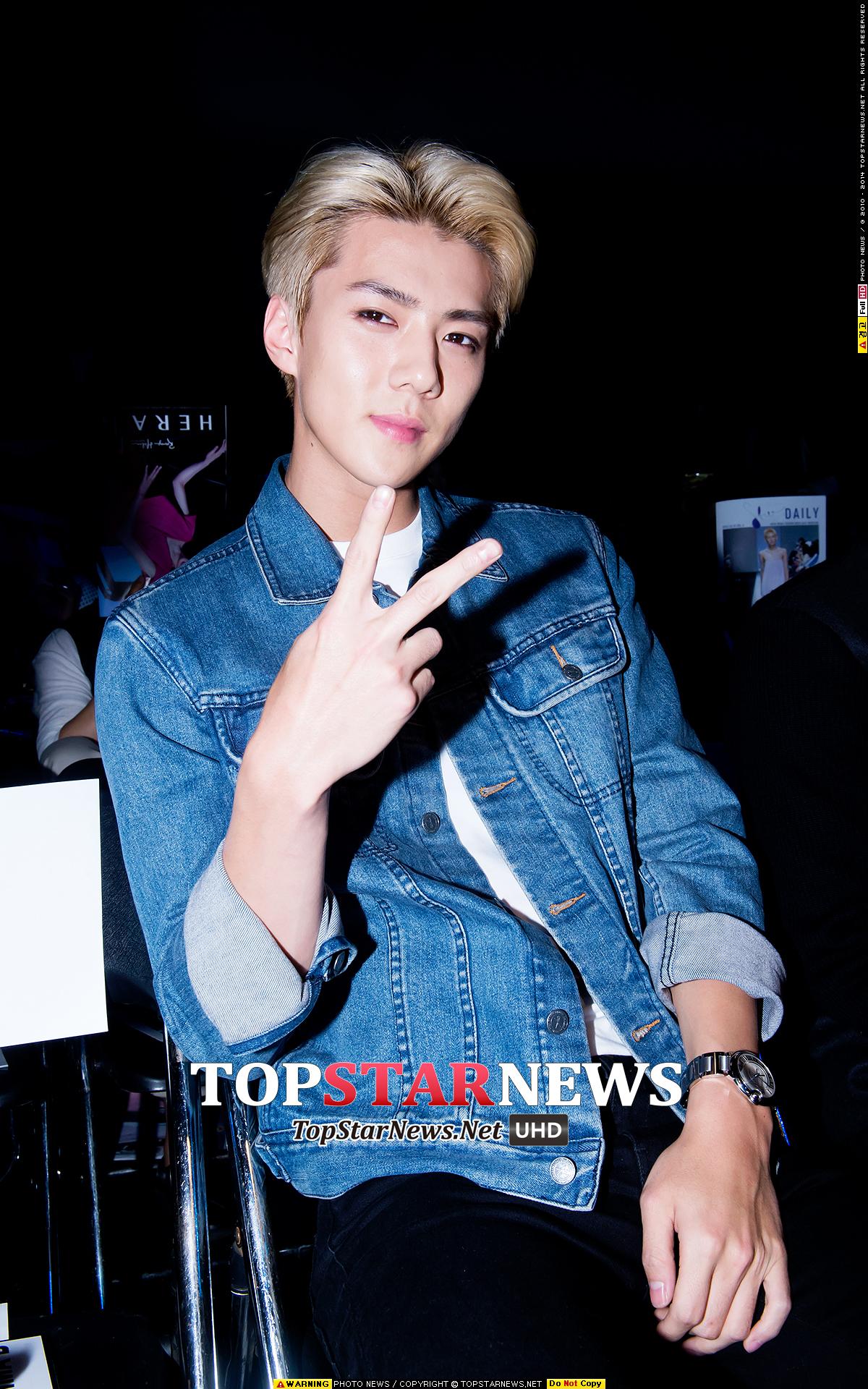 ♥ V 臉男孩 3 號:EXO 世勳  說到下巴美男怎麼能少掉他呢?沒錯!就是 EXO 的老么「世勳」,因為下巴線條很明顯,讓整張臉看起來更小更精緻了!