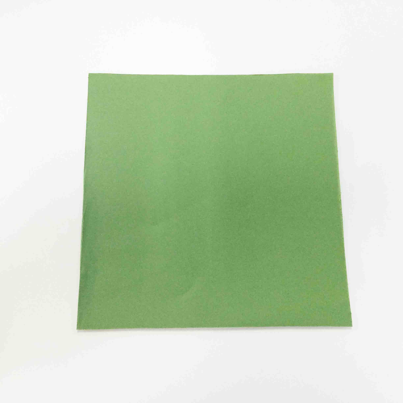 小編採用的是17x17(cm)的彩紙