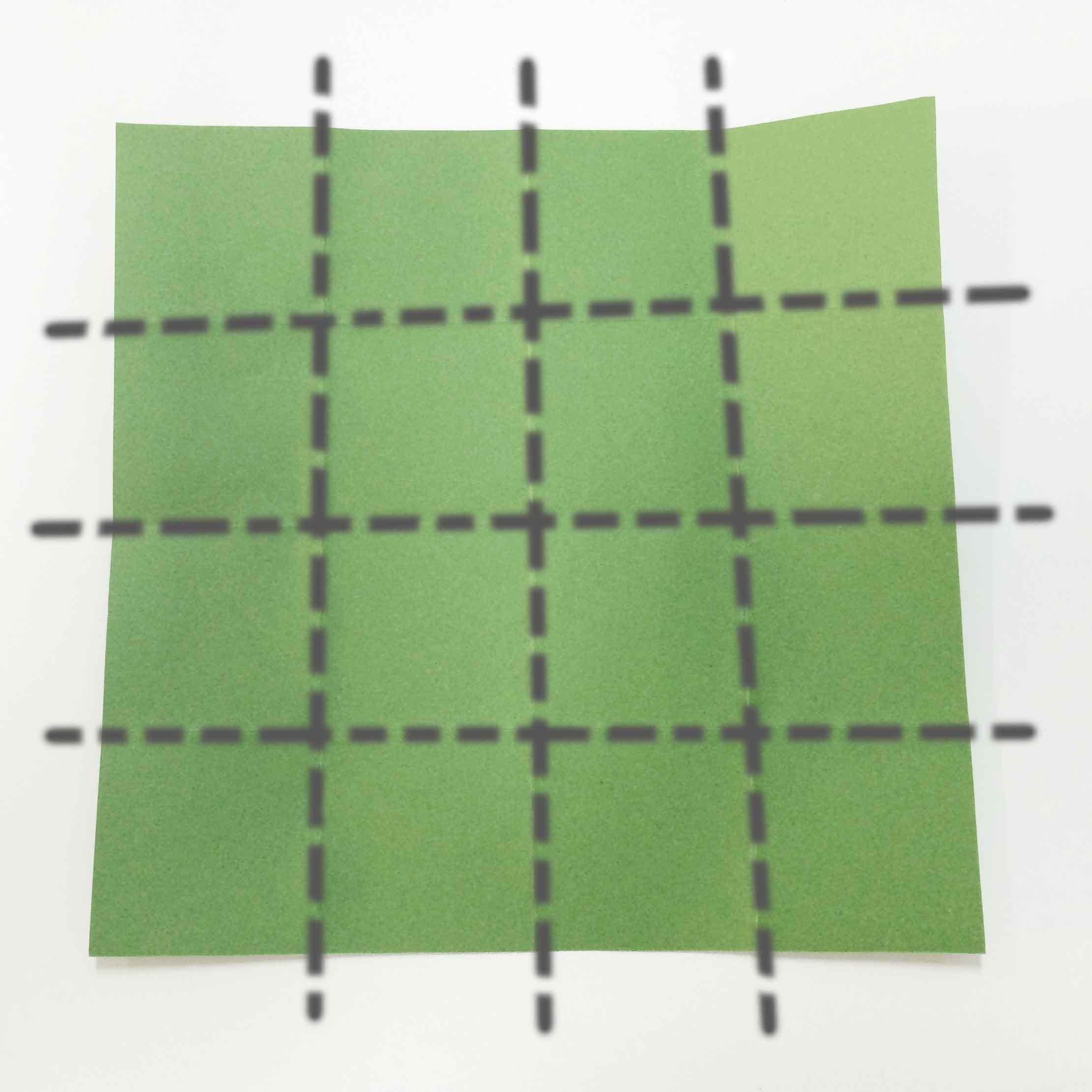 2. 把彩紙旋轉90°,按剛才的方法折疊,,,,共折疊成16等分!
