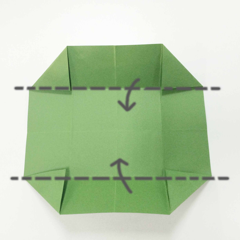 4. 保持四個角都折疊好的樣子,再向內側折疊!