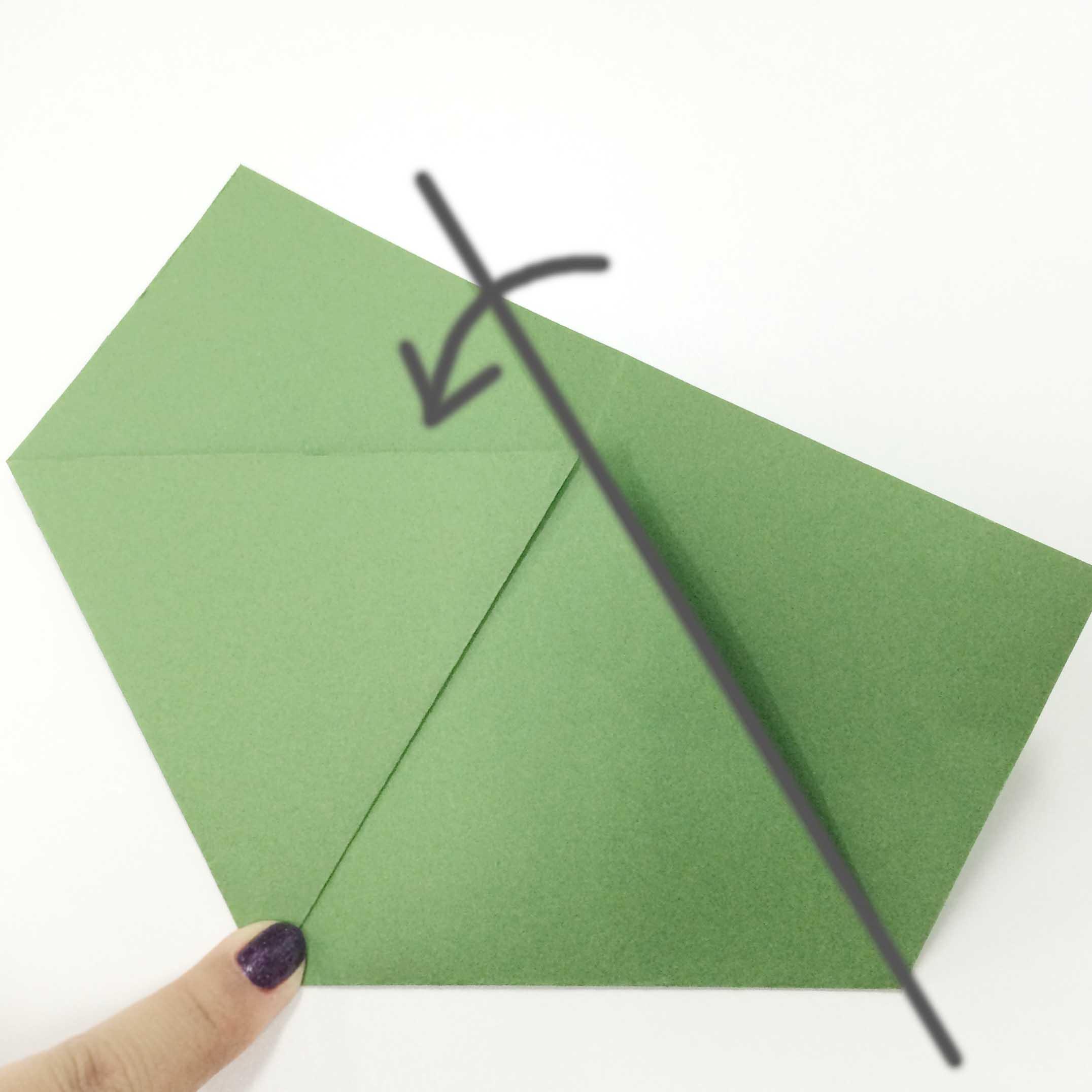 9. 沿著三角形的邊線對折!