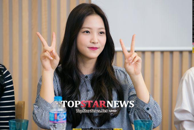 不過在眾多散發著可愛的魅力裡,還是有個擄獲韓國歐巴們心中小鹿的強者~我們的可愛Yeri!覺得Yeri最大的魅力就是雖然年紀小,舞台卻完全不怯場、超自然大方這點啊!被網友說笑起來像傑尼龜一樣純真可愛、韓國歐巴們最愛的Yeri~請小心保護她喔!