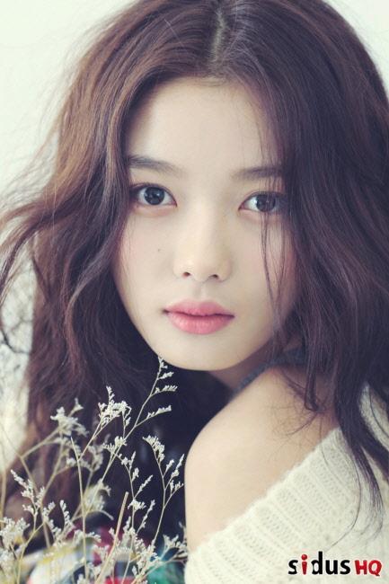 韓國的代表童星,雖然年紀小小但演技卻超過許多前輩(前輩們不好意思啊~),不過最近是不是韓國電視台怕讓觀眾看膩…好像許久沒看到裕貞的電視劇演出了~裕貞我們想妳啊!