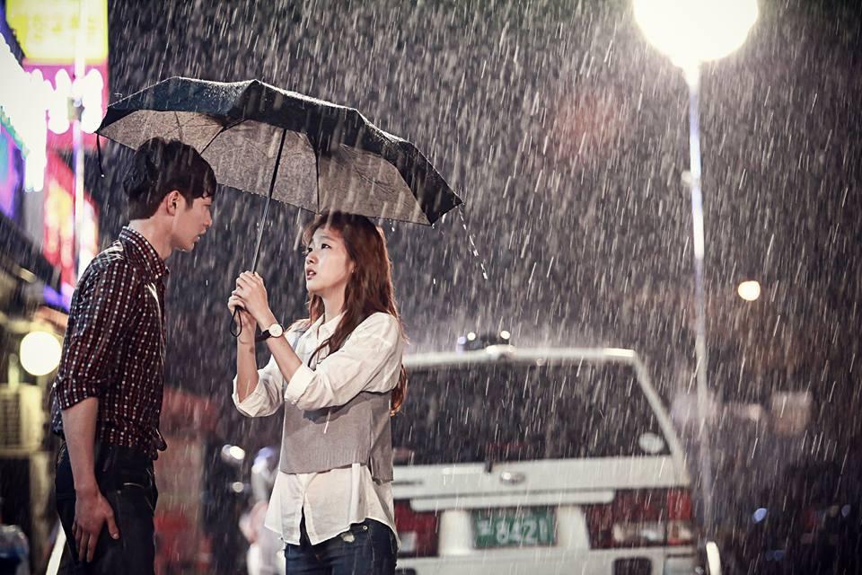 徐康俊在戲中透過眼神完美呈現「雖然外表很挑惕,但內心卻很溫暖的 」白仁浩。