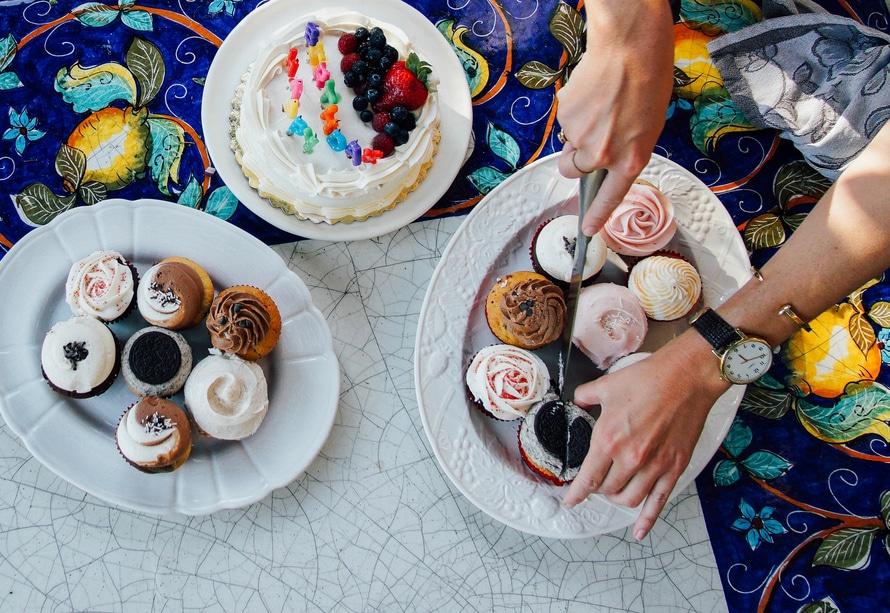 # 蛋糕 蛋糕的含糖量高,容易刺激肌膚細胞,導致痘痘的爆發~