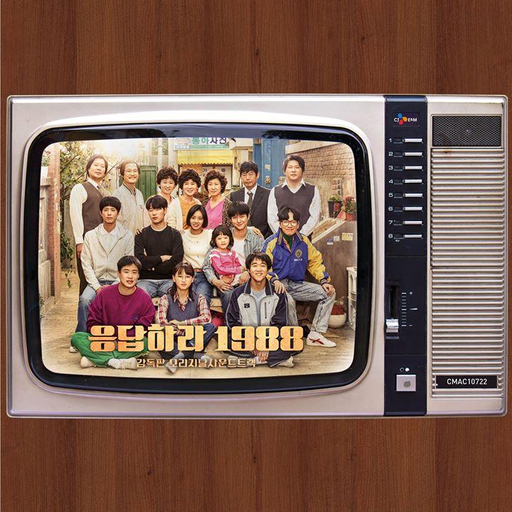 說到超值,還不如買一下現在韓國剛熱播完的韓劇《請回答1988》的電視原聲帶!不但有爆好聽的音樂,還有未公開寫真本、5首MV的高清版,加上哩哩摳摳的小周邊,賣650元台幣算是很合理啊~