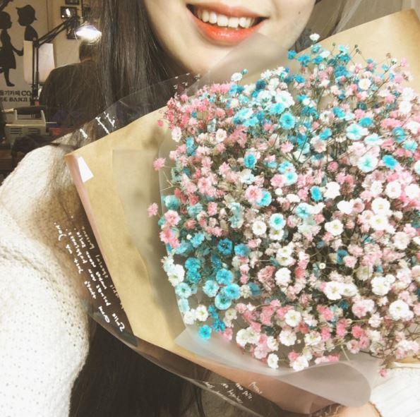 最後一定要說一下~ 韓國最近比起玫瑰花,更流行送這種滿天星花束喔! 是不是超美超浪漫的~呵呵(*ˇωˇ*)