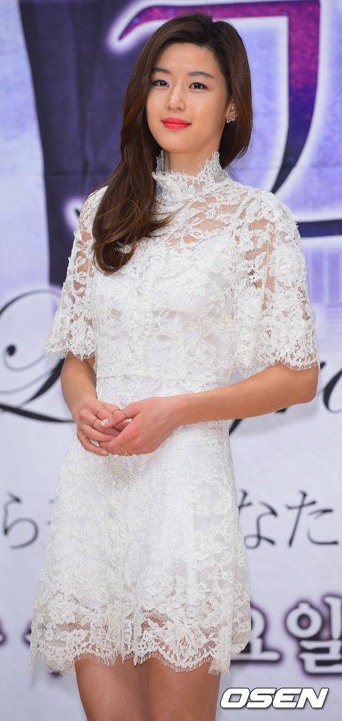♡ 全智賢  韓國知名女演員,因為出演《來自星星的你》一角,讓她的人氣再度翻高。
