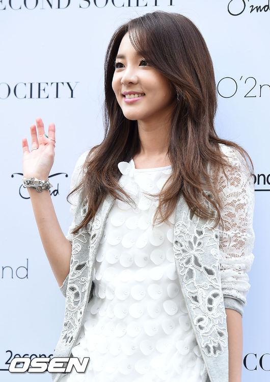♡ Dara  2NE1 的成員 DARA 是童顏的最佳代表,最近都以演員、綜藝等活動為主。