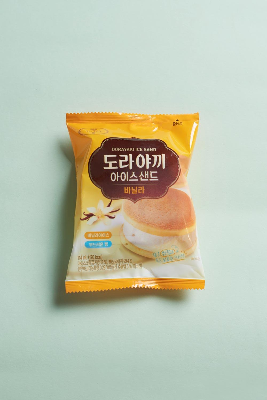 哆啦A夢愛吃的銅鑼燒大家一定知道吧!7—11把裡面的紅豆餡換成了香草味道的冰激凌。