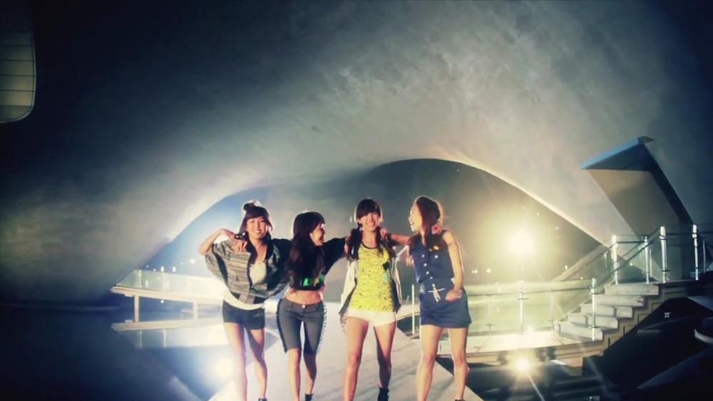 元祖女團Jewelry,雖然解散了,但是她們的《PASS》MV其實找來了.... (點選出處就可以看到完整MV唷~)