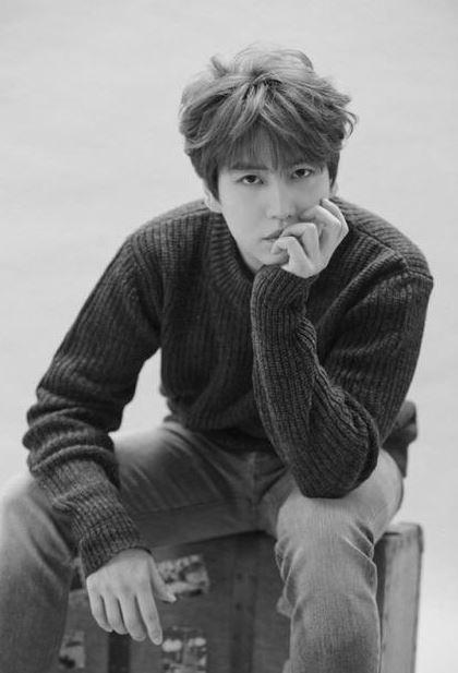2005年,12人組大型男團Super Junior出道 2006年,圭賢加入,發行單曲《U》