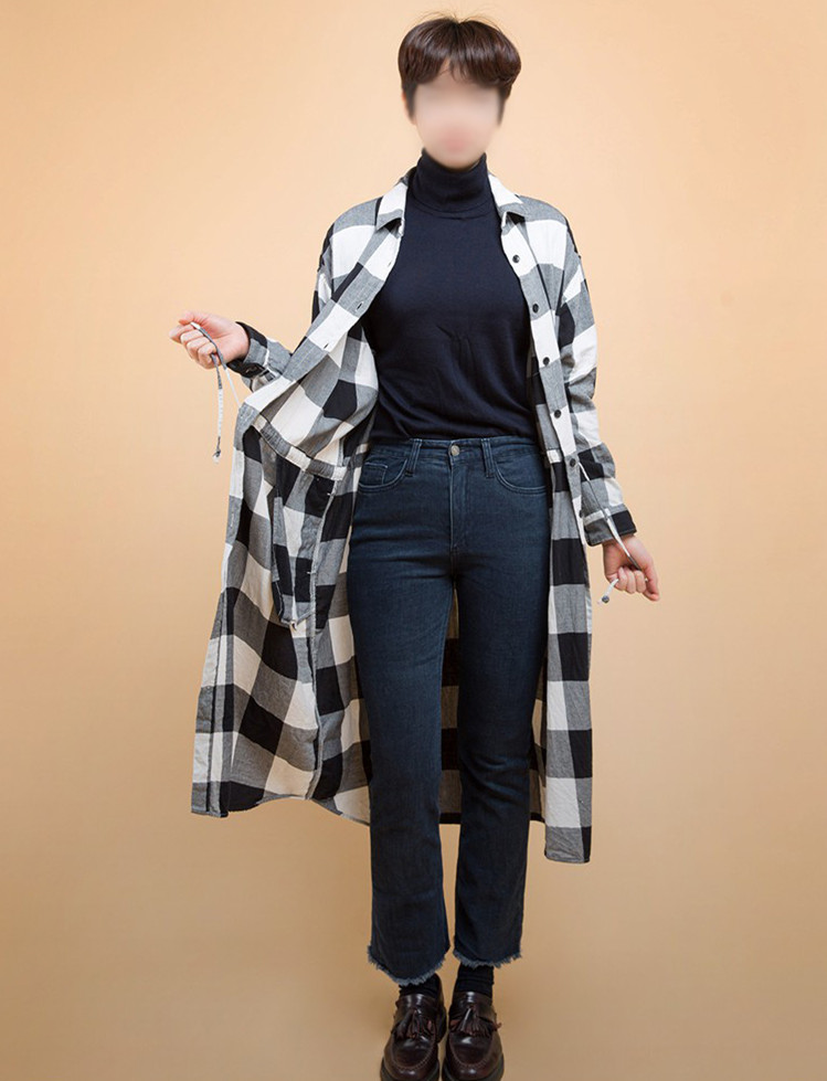 除了可以搭配短款襯衣,長款襯衣也很值得一試!這次可以直接內搭高領毛衣了,但最好是貼身款的,要想拉長腿的比例,內搭T一定要塞進褲子里。寬鬆的外套打造出慵懶隨意感~~