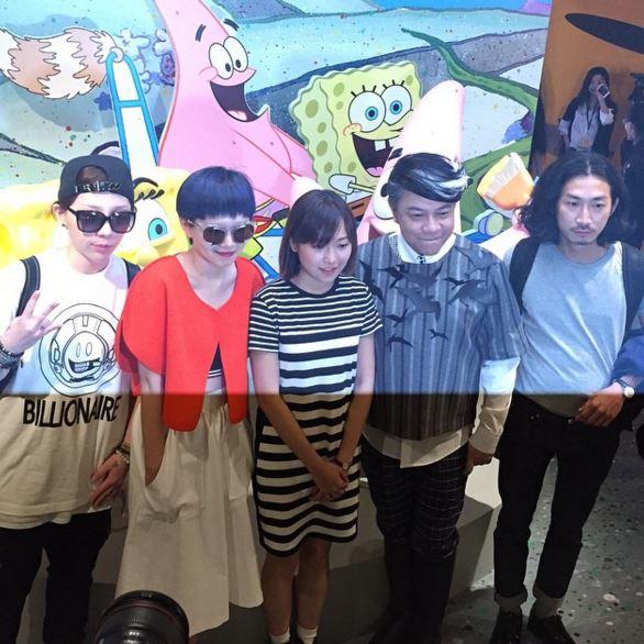 意外發現有蔡康永XD  *是在上海〈海綿寶寶潮流藝術展〉時拍的照片