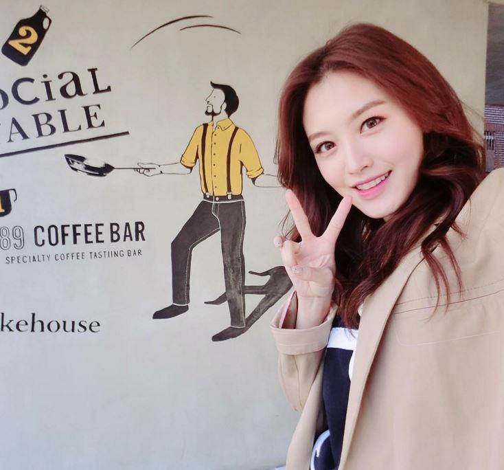 沒錯!就是Rainbow隊長-栽經啦(゚∀゚) 栽經的多才多藝想必很關注韓星的人都會知道~