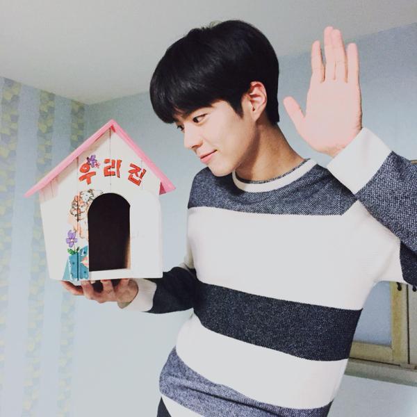 朴寶劍前陣子為了錄製tvN綜藝節目《花樣青春》而前往非洲~
