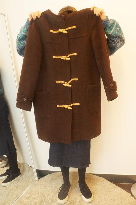 第二件單品是在首爾廣藏市場挖到的寶物:棕色牛角外套! 牛角外套似乎是流行了一回又一回的單品喔!