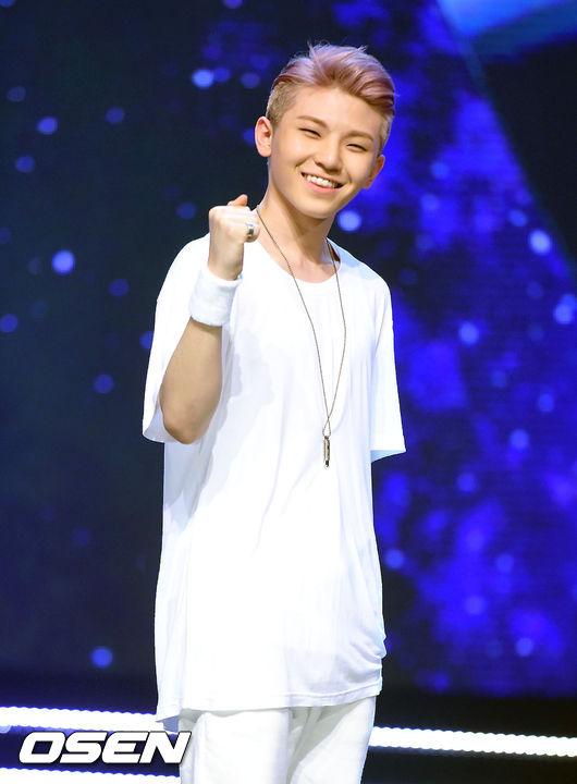 TOP6 SEVENTEEN Woozi 5370票  比同於其他男藝人高大俊美,這種嬌小可愛的BOY也是我可以!