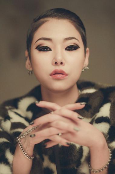 今天我們要學習的正是Mnet節目 <Unpretty Rap Star>中擁有超強實力和開朗性格的強者Cheetah的妝容...想要霸氣外漏,跟著學就對啦√