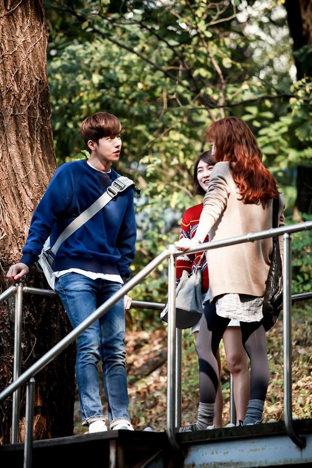 《捕鼠器裡的奶酪》深受觀眾喜愛的原因~除了有花美男演員上演心動戲碼以外,還有對於親情和友情的描寫也很細膩,劇中的韓國大學生活也是看點之一~
