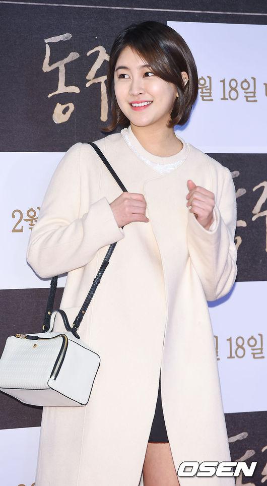 最近因為《捕鼠器裡的奶酪》知名度提升,也有出席一些活動,典雅的外貌讓韓國網友稱讚她就像主播一樣美麗!