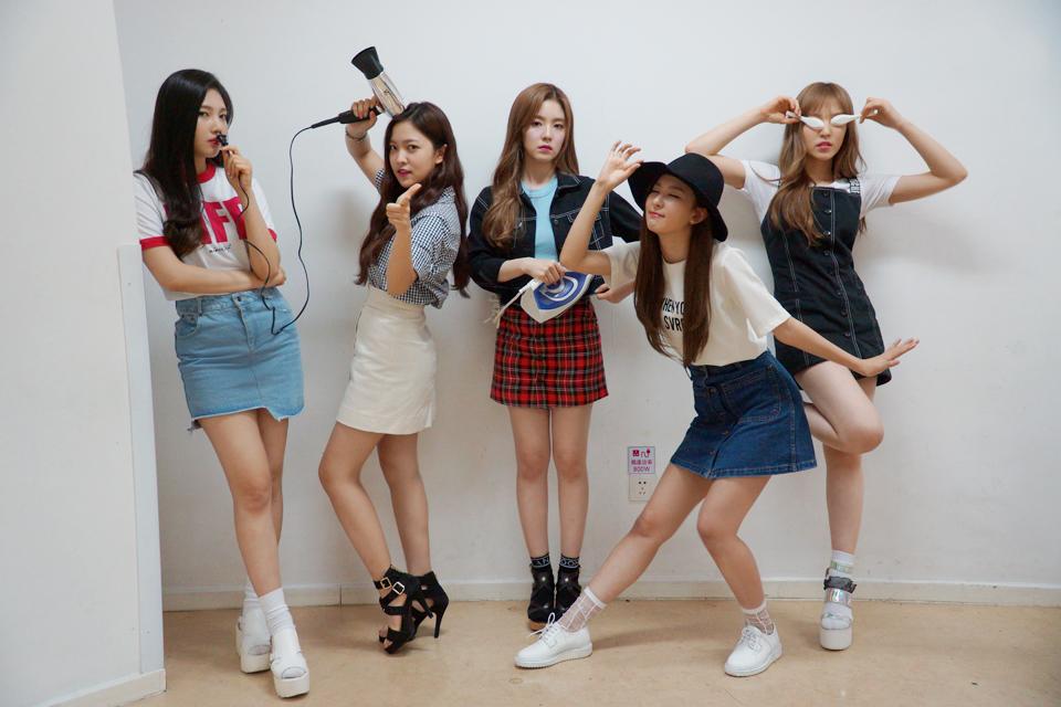 韓國網友們之前還有測試了SM女團~Red Velvet成員們的平均外貌! (這張也太可愛了吧♥)