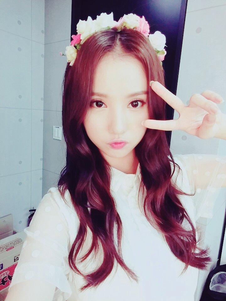 另外有網友翻出Eunha以前小時候的照片,小時候曾經出演過戲劇,那時候雙眼皮就已經很深了啊~~不過因為版權關係無法給大家看ㅜ.ㅜ