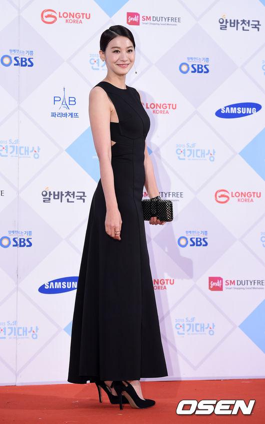 擁有172公分、50公斤好身材的她,讓韓國網友驚訝地表示「這不是人的比例」啊!